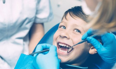 niño profilaxis dental